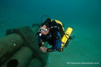 Diver on his IANTD mod1 course using a AP inspiration Rebreather Rebreatherpro-Training