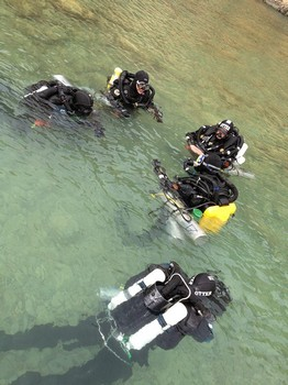Time for a last minute briefing before heading of for a IANTD mod3 dive Rebreatherpro-Training