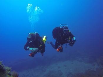 Buddy team on a dive in El Cabron Rebreatherpro-Training