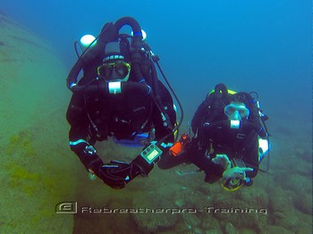 Wreck diving with rebreather during training Rebreatherpro-Training