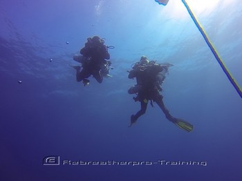 CCR divers descending to the wreck of the blue bird. Rebreatherpro-Training