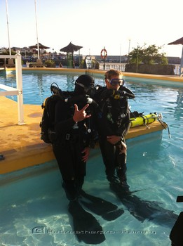 about to take there first silent breathers during the rebreather training. Rebreatherpro-Training