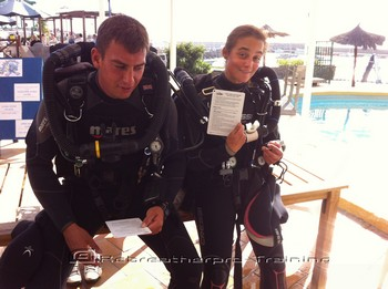 Divers using there check list before rebreather diving. Rebreatherpro-Training