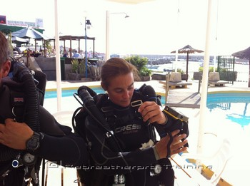 Making final checks for their first pool dive Rebreatherpro-Training