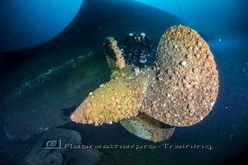 A diver (Tony Youseman) on one of the quadruple propellers Rebreatherpro-Training