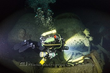The top man Peter exploring the boilers of the HMS Viknor wreck in Malin He Rebreatherpro-Training
